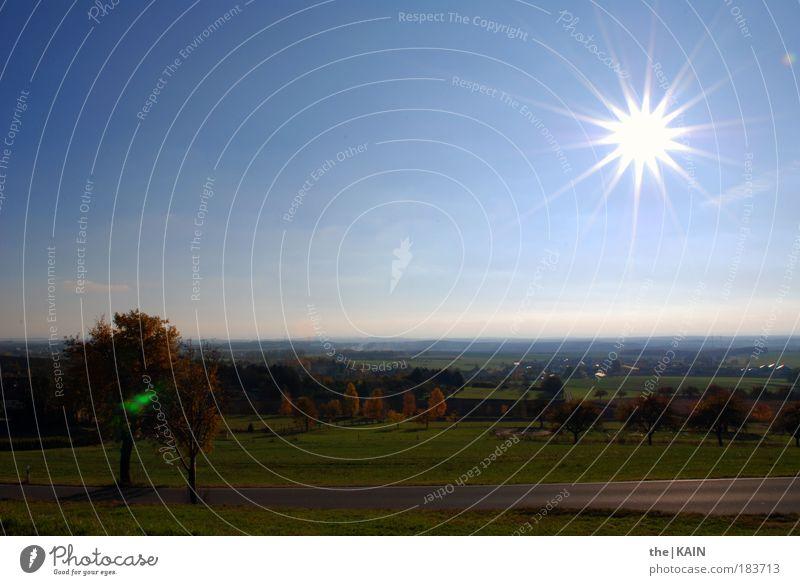 Herbstliche Aussichten Natur Himmel Baum Sonne Straße Wiese Gras Landschaft Luft Feld Umwelt Horizont Unendlichkeit Hügel himmelblau