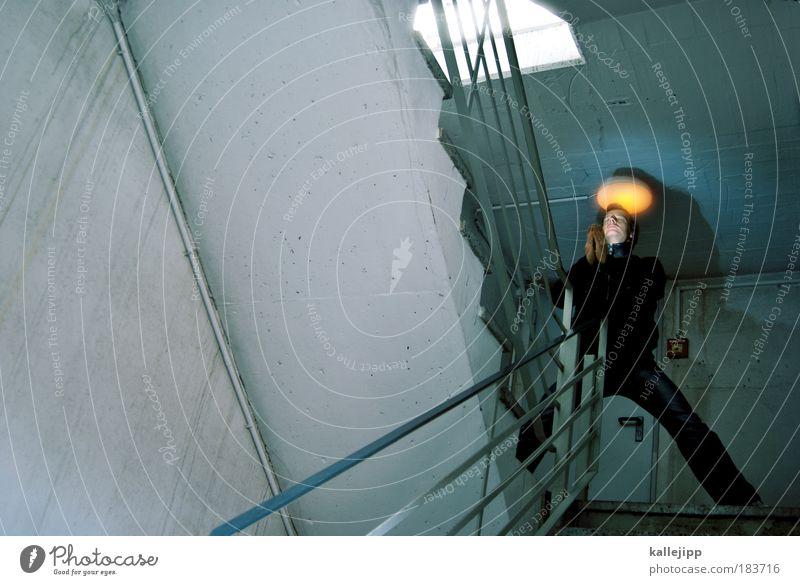 erleuchtung Farbfoto Gedeckte Farben Innenaufnahme Tag Kunstlicht Licht Schatten Kontrast Lichterscheinung Froschperspektive geschlossene Augen Mensch maskulin