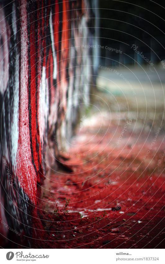 rotfront Graffiti Kunst Subkultur Mauer Wand Farbstoff Farbenwelt Farbenspiel Farbfoto Außenaufnahme
