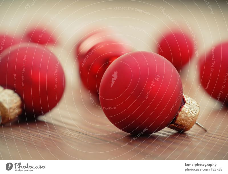 weihnachtlich dekorativ Weihnachten & Advent rot Farbfoto Feste & Feiern glänzend gold ästhetisch rund Dekoration & Verzierung Kugel Christbaumkugel Tradition
