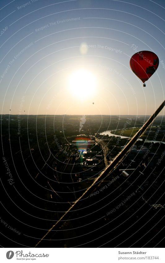 am Elbknick schön Sonne Stadt rot Sommer Luft fliegen Seil Horizont fahren Dresden außergewöhnlich Ballone Verkehrswege Ereignisse Korb