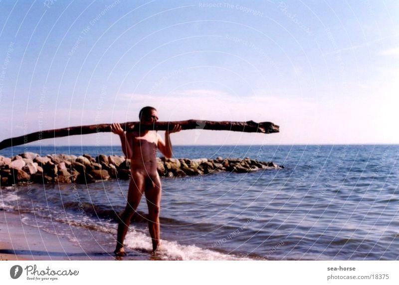 Balance-Akt Mann Meer Sommer