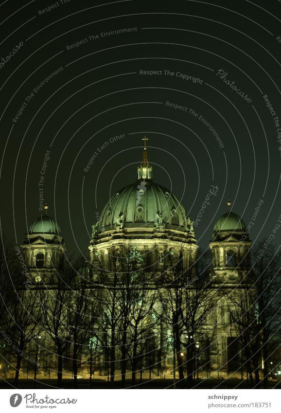 Berliner Dom by night Architektur Berlin historisch Denkmal Hauptstadt Dom