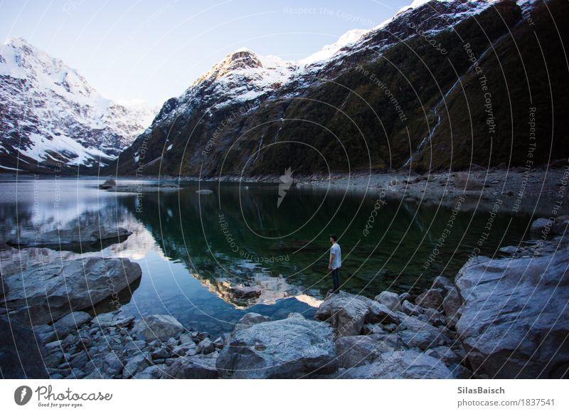 Eis-See Klettern Bergsteigen wandern Mensch Junger Mann Jugendliche 18-30 Jahre Erwachsene Umwelt Natur Landschaft Klima Klimawandel Wetter Hügel Felsen Alpen