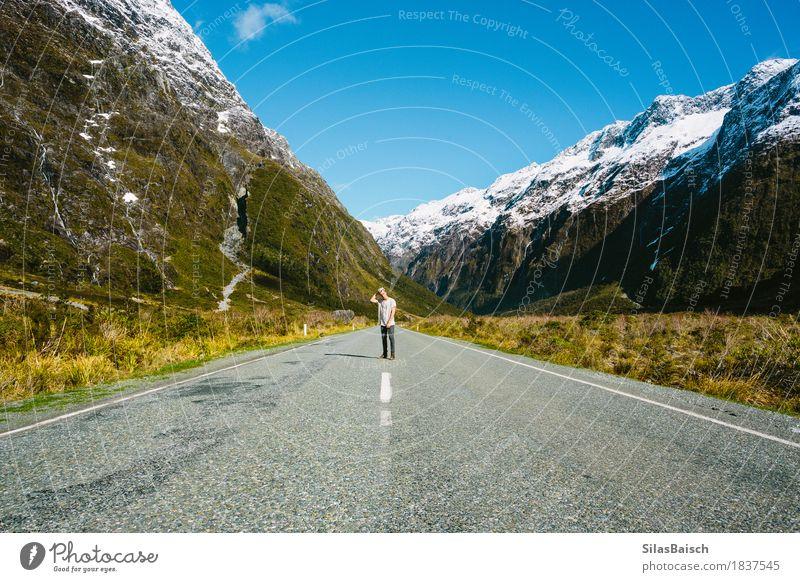 Leere Straßen Freude Freizeit & Hobby Ferien & Urlaub & Reisen Abenteuer Ferne Freiheit Camping Berge u. Gebirge wandern Junger Mann Jugendliche 18-30 Jahre
