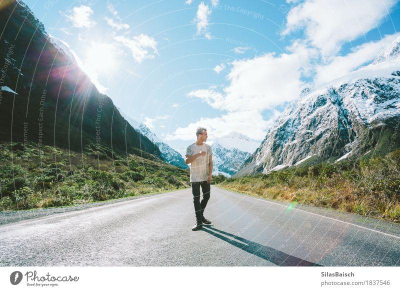 Überwältigt von Bergen Mensch Natur Ferien & Urlaub & Reisen Jugendliche schön Junger Mann Freude Ferne 18-30 Jahre Berge u. Gebirge Erwachsene Leben Lifestyle