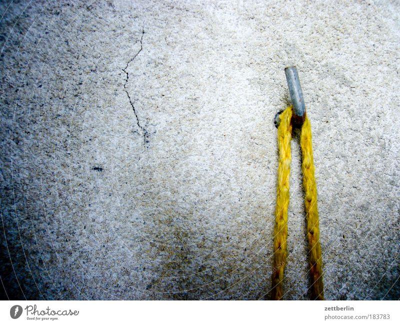 Haken Wand grau Metall Wohnung Beton Seil Ordnung Metallwaren Häusliches Leben Schnur Balkon Rost hängen Putz Eisen aufhängen