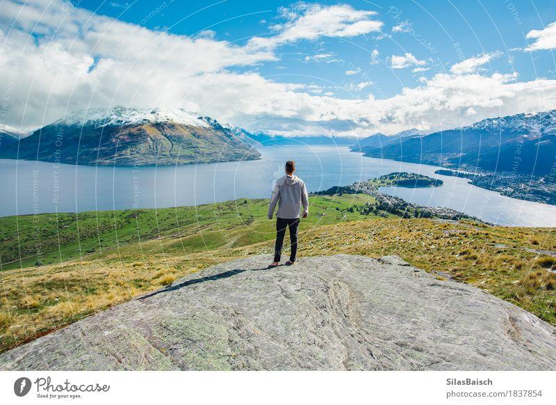 Mensch Natur Ferien & Urlaub & Reisen Jugendliche Sommer Junger Mann Landschaft Wolken Freude Ferne 18-30 Jahre Berge u. Gebirge Erwachsene Freiheit See Felsen