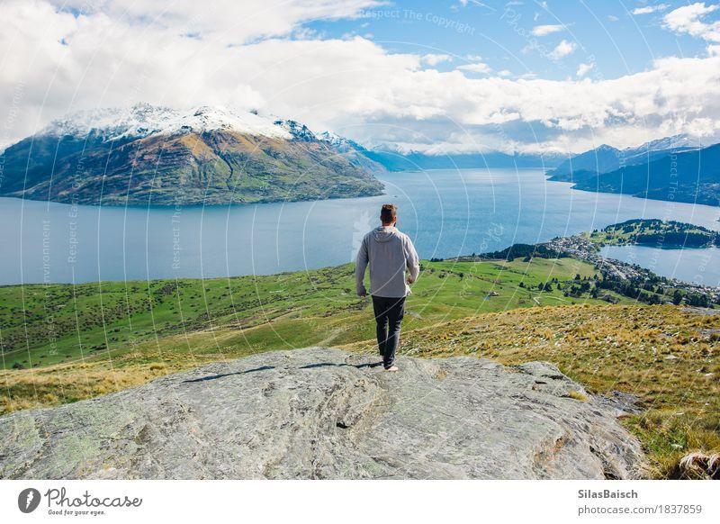 Erkunde mehr Lifestyle Freude Glück Ferien & Urlaub & Reisen Berge u. Gebirge wandern maskulin Junger Mann Jugendliche 18-30 Jahre Erwachsene Umwelt Frühling
