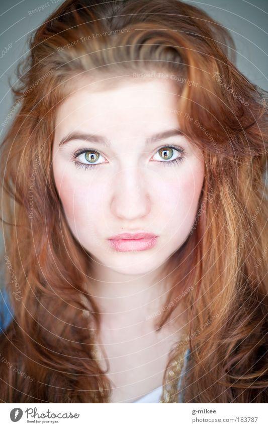 .Nele Frau Mensch Jugendliche schön Einsamkeit Gesicht Erwachsene feminin Gefühle Kopf Haare & Frisuren Wärme träumen Stimmung Zufriedenheit Trauer