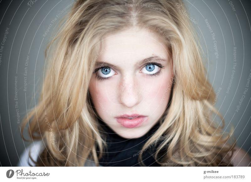 .Paula Frau Jugendliche schön Gesicht Porträt feminin Haare & Frisuren Kopf blond frei Lifestyle Trauer einzigartig Sehnsucht außergewöhnlich