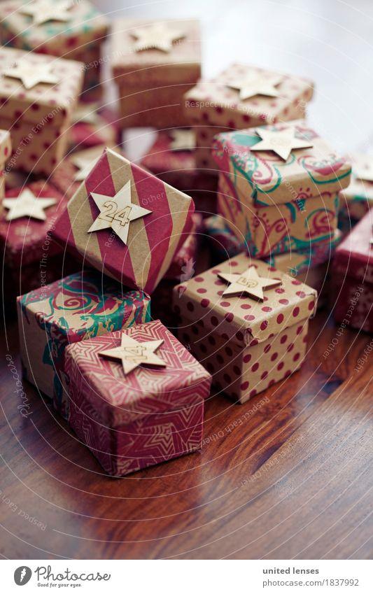 AKCGDR# Bescherung IV Kunst Kunstwerk ästhetisch Paket Geschenk Weihnachten & Advent Stern Kalender Holztisch Stapel Farbfoto mehrfarbig Innenaufnahme