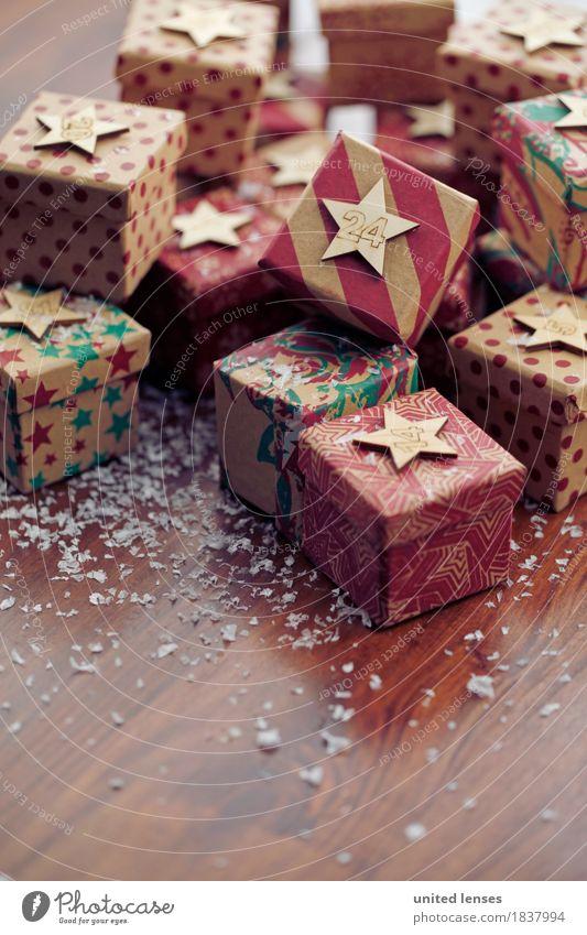 AKCGDR# Bescherung VI Kunst Kunstwerk ästhetisch Geschenk Paket Weihnachten & Advent 24 Schnee Holztisch Stapel Farbfoto mehrfarbig Innenaufnahme Studioaufnahme