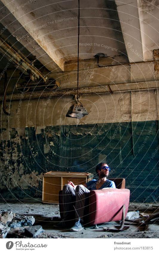 sessellift Farbfoto Gedeckte Farben Innenaufnahme Textfreiraum oben Tag Weitwinkel Ganzkörperaufnahme Blick nach hinten Wegsehen Mensch maskulin Junger Mann