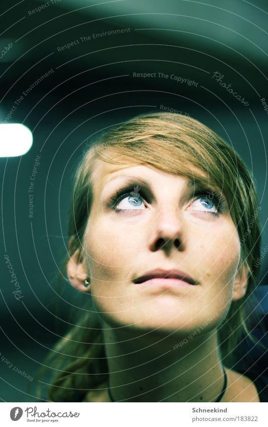 150 hach wie schön!! Mensch Frau Jugendliche blau schön Junge Frau 18-30 Jahre Gesicht Erwachsene Auge feminin Porträt Haare & Frisuren Denken Lampe Kopf
