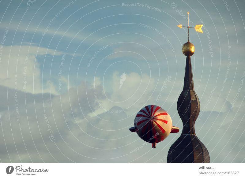 zeppelin an kirchturm: ok, passt! Himmel Wolken Luftaufnahme gold Freizeit & Hobby Tourismus Luftverkehr Kirche bedrohlich Ferien & Urlaub & Reisen Ballone