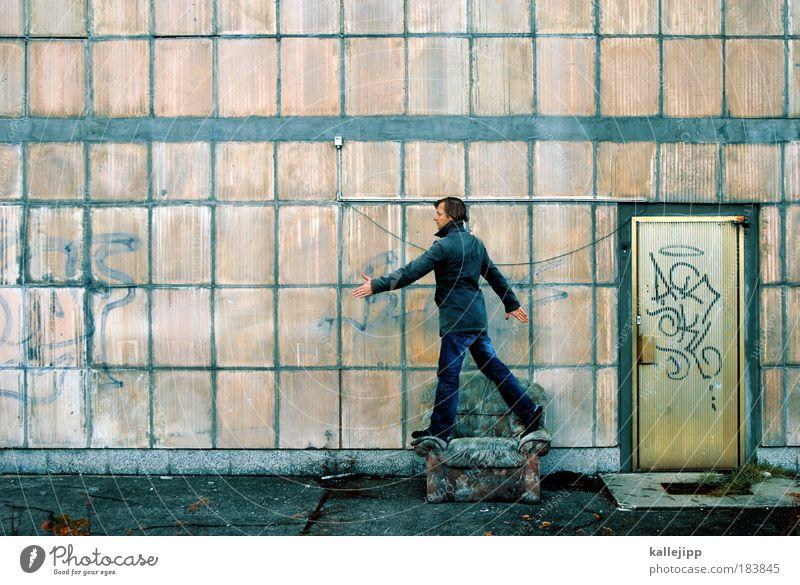 sesselläufer Mensch Mann Erwachsene Wand Mauer Beine Raum Tür gehen Treppe laufen maskulin Design Zukunft Häusliches Leben kaputt