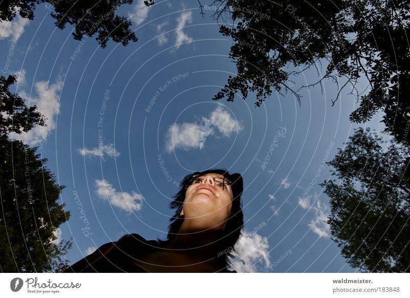 La Chamankatz 2009 Mensch Jugendliche Himmel ruhig Wolken Einsamkeit Wald feminin Gefühle träumen Park Erwachsene authentisch Sehnsucht außergewöhnlich