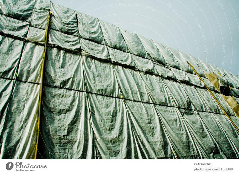 Dresden - Verkehrsmuseum Altmarkt Elbe Abdeckung Baustelle Bauplane Falte Hautfalten Stoff Gerüst Baugerüst baulöwe Ausgabe Nachbildung Denkmalschutz Schutz