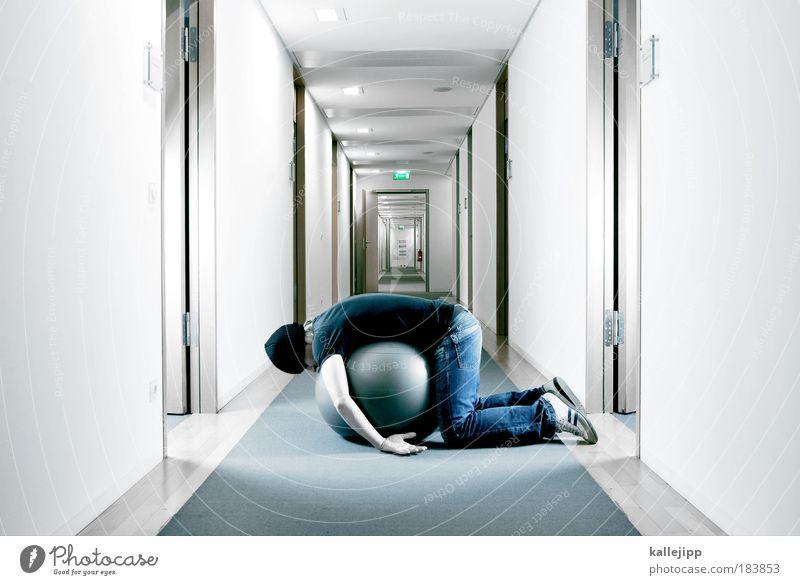 monkey business Mensch Mann Erwachsene grau Büro Arbeit & Erwerbstätigkeit liegen maskulin weich Ball Beruf Dienstleistungsgewerbe Wirtschaft Ruhestand Flur