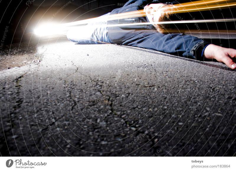 Hello, God? Beam me up! kalt Straße Gefühle Tod liegen Verkehr gefährlich Hilfsbereitschaft Spaziergang Trauer Asphalt Arzt Verkehrswege Gott Erste Hilfe Unfall