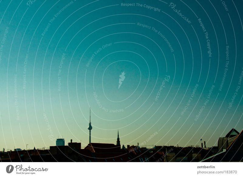 Fern Berlin haupstadt Skyline Stadt Berliner Fernsehturm Haus Dach oben Horizont überblicken Überblick Aussicht Perspektive Himmel Schönes Wetter