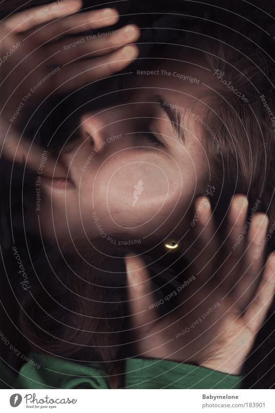 Back to the Roots Farbfoto Experiment Reflexion & Spiegelung Profil geschlossene Augen Mensch feminin Baby Junge Frau Jugendliche Kindheit Leben Gesicht Hand 1