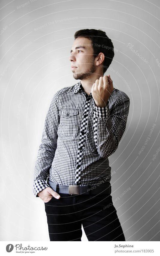 immer da wo du nicht bist elegant Stil maskulin Junger Mann Jugendliche 1 Mensch 18-30 Jahre Erwachsene Mode Hemd stehen ästhetisch Erfolg selbstbewußt Coolness