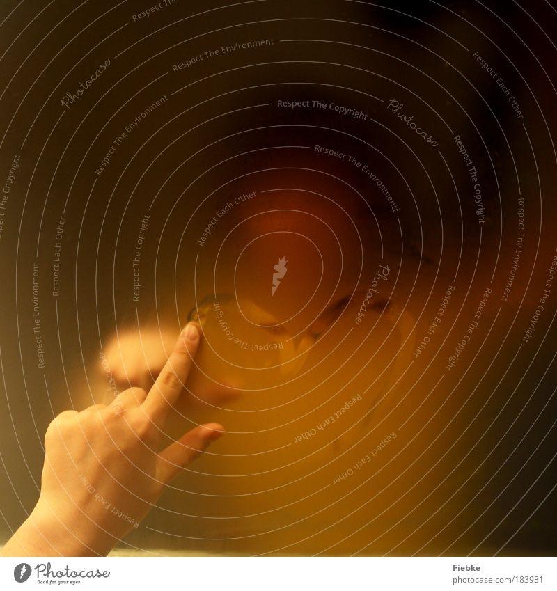 Denk an dich ... Frau Jugendliche Hand Erwachsene Liebe gelb Gefühle Glück Traurigkeit Denken träumen Zusammensein Angst Herz Finger Warmherzigkeit