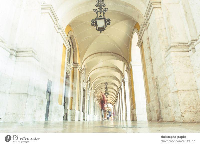 As time moves on Ferien & Urlaub & Reisen Städtereise Sommer Mensch Lissabon Portugal Stadt Hauptstadt Stadtzentrum Bauwerk Gebäude Architektur Mauer Wand