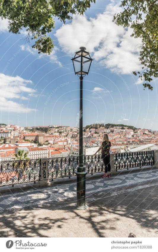 Miradouro Ferien & Urlaub & Reisen Tourismus Ausflug Ferne Städtereise Sommer Sommerurlaub feminin Frau Erwachsene 1 Mensch Wolken Schönes Wetter Park Lissabon