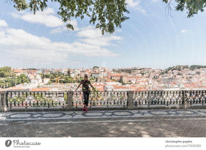 Stadtkulisse Mensch Frau Himmel Ferien & Urlaub & Reisen Jugendliche Sommer Junge Frau Erholung Wolken Ferne Erwachsene feminin Tourismus Park Ausflug