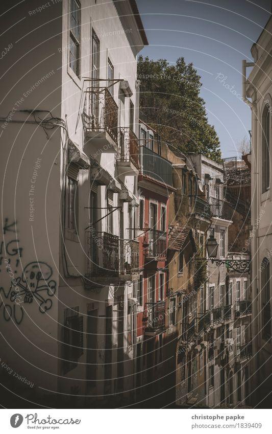 Bairro Alto Ferien & Urlaub & Reisen Ausflug Sightseeing Städtereise Sommer Lissabon Portugal Stadt Hauptstadt Stadtzentrum Altstadt Menschenleer Mauer Wand