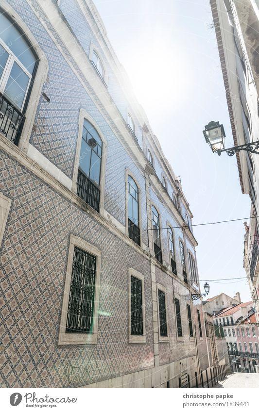 Helle Gasse Ferien & Urlaub & Reisen Sightseeing Städtereise Sommer Sommerurlaub Sonne Lissabon Portugal Stadt Hauptstadt Stadtzentrum Altstadt Menschenleer