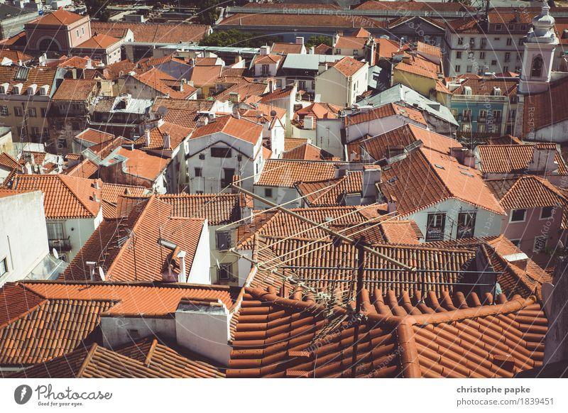 Gut bedacht Ferien & Urlaub & Reisen alt Stadt Sommer rot Haus Architektur Stein historisch Dach Hauptstadt Sommerurlaub Altstadt Stadtzentrum Städtereise
