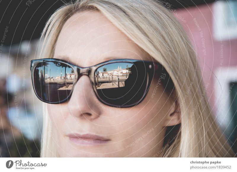 Lissabon im Blick Mensch Ferien & Urlaub & Reisen Jugendliche Stadt Sommer schön Junge Frau Erholung Gesicht Erwachsene feminin Stil Tourismus elegant blond