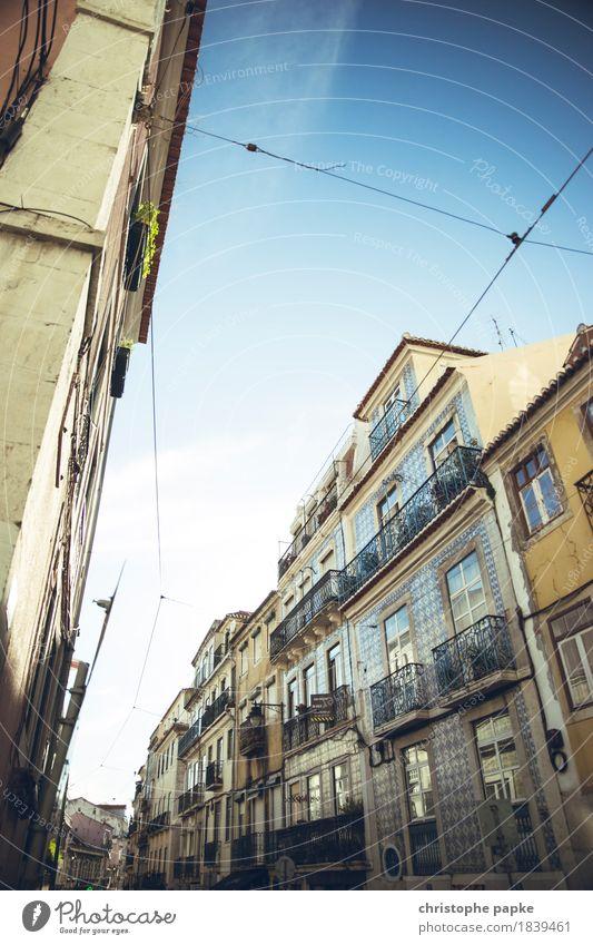 Bairro Alto Ferien & Urlaub & Reisen Tourismus Städtereise Sommer Lissabon Portugal Stadt Hauptstadt Stadtzentrum Altstadt Menschenleer Bauwerk Architektur