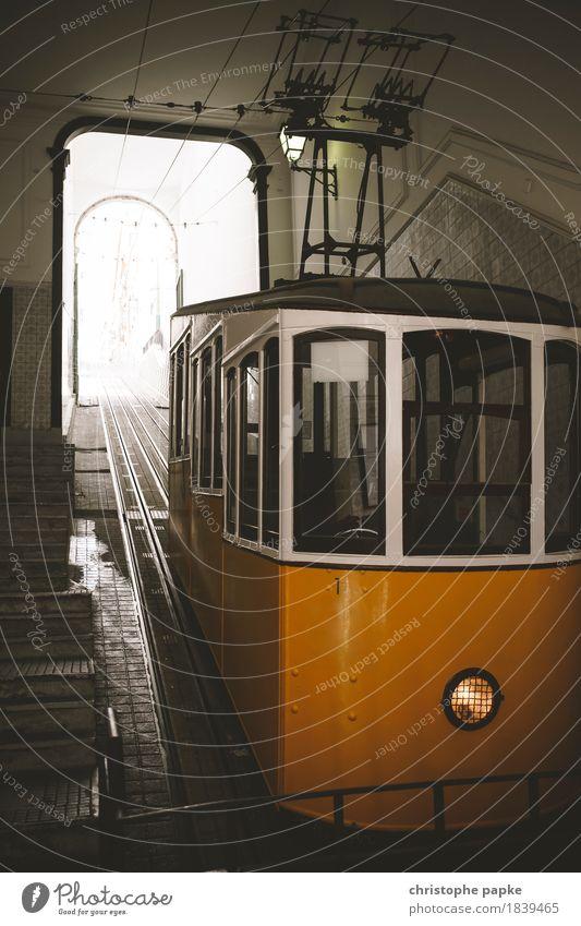 Steiler Aufstieg Ferien & Urlaub & Reisen Stadt Tourismus Schönes Wetter historisch Eisenbahn Hauptstadt Städtereise Stadtzentrum Fahrzeug Bahnhof Portugal