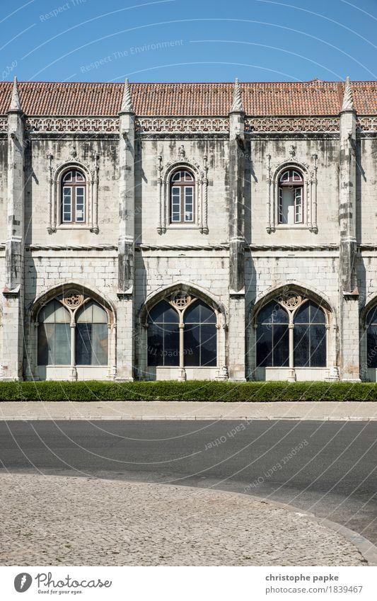 Mosteiro dos Jerónimos / Lissabon Ferien & Urlaub & Reisen alt Sommer Stadt Straße Architektur Gebäude Fassade Tourismus historisch Bauwerk Sehenswürdigkeit