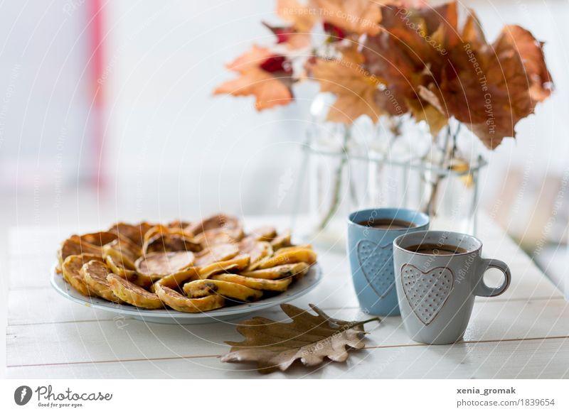 kleine Pause Erholung ruhig Herbst Lebensmittel Zufriedenheit Ernährung Glas genießen süß Getränk Kaffee lecker Süßwaren Gelassenheit Wohlgefühl harmonisch