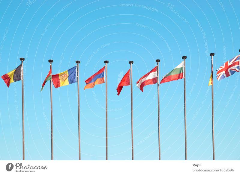 Reihe der europäischen Flaggen Ferien & Urlaub & Reisen Tourismus Menschengruppe Himmel Wolken Sonnenlicht Wind Hauptstadt Streifen Fahne Zusammensein groß blau