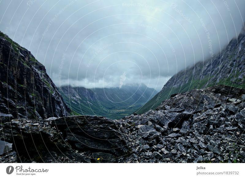 Norwegian Stones Natur Landschaft Wolken dunkel Berge u. Gebirge grau Stein Felsen Wetter Sehenswürdigkeit Unwetter eckig Schlucht Norwegen schlechtes Wetter