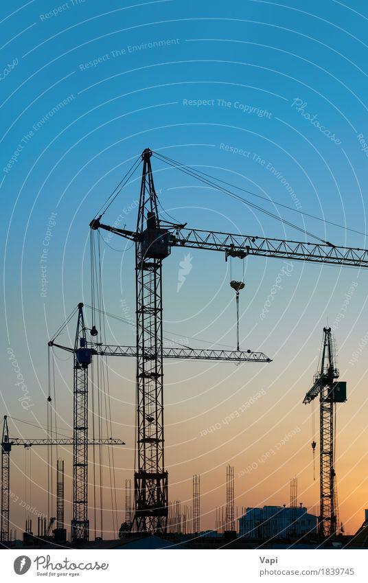 Industrielandschaft mit Silhouetten von Kränen Sonne Arbeit & Erwerbstätigkeit Arbeitsplatz Baustelle Business Werkzeug Maschine Baumaschine