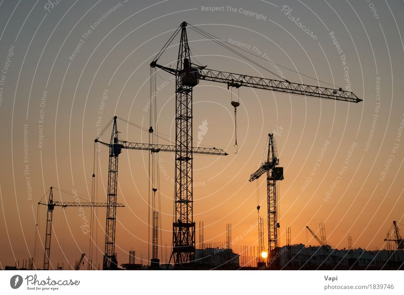 Industrielandschaft mit Silhouetten von Kränen Sonne Arbeit & Erwerbstätigkeit Business Maschine Technik & Technologie Landschaft Himmel Sonnenaufgang