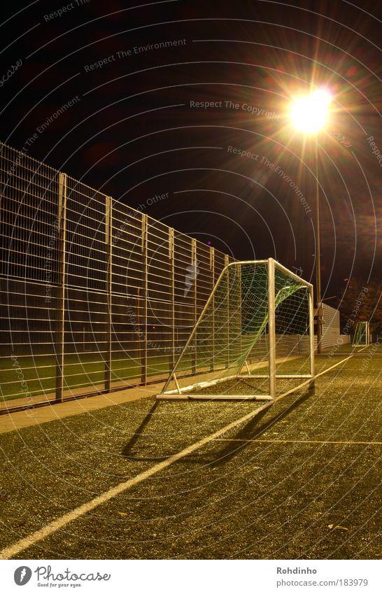 Tor,Tor,Tor! Außenaufnahme Menschenleer Nacht Lichterscheinung Gegenlicht Langzeitbelichtung Zentralperspektive Ballsport Sportveranstaltung Fußball