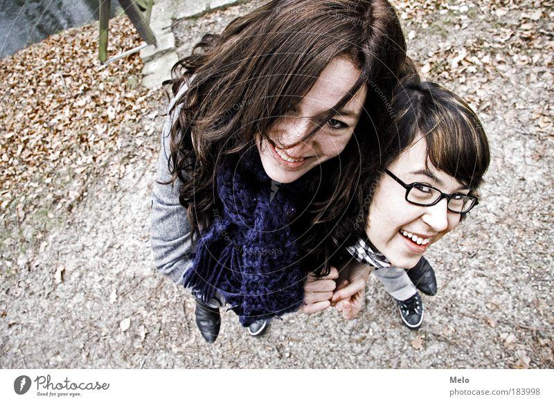 Schlumpfenparty Jugendliche Freude feminin Bewegung Glück Freundschaft braun Zufriedenheit Ausflug Fröhlichkeit Mensch Lifestyle Blick Perspektive Lebensfreude