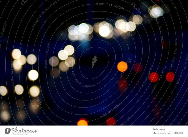 Gegenverkehr Straße Umwelt Bewegung PKW Verkehr Lifestyle Unschärfe Nacht Güterverkehr & Logistik Reflexion & Spiegelung Licht Verkehrswege Wirtschaft Fahrzeug
