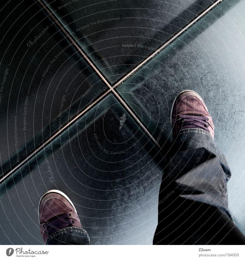 wie ich diesen aufzug hasse dunkel Beine Linie Fuß Schuhe Glas Design modern ästhetisch stehen Coolness Jeanshose violett Kreuz Flughafen Geometrie