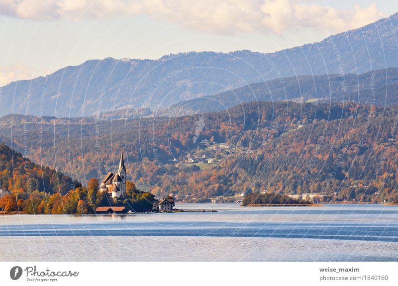 Sonniger Herbsttag auf dem See in den Bergen von Süd-Österreich Natur Ferien & Urlaub & Reisen blau Landschaft Erholung Haus Ferne Wald Berge u. Gebirge