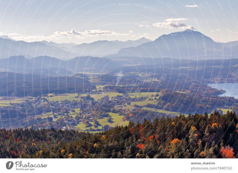 Sonniger Herbsttag auf dem See in den Bergen von Süd-Österreich Himmel Natur Ferien & Urlaub & Reisen blau Baum Landschaft Erholung Wolken Haus Ferne Wald